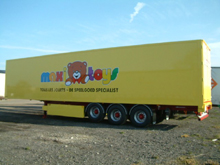 You have here a lettering on bodycoach - This was made on an Abraham semitrailer with Maxi Toys lettering.