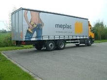Here are sliding curtains with lettering and full four-colour printing for a Meplac's lorry