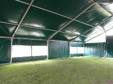 Covering of arena for horse riding, Covering of horse boxes