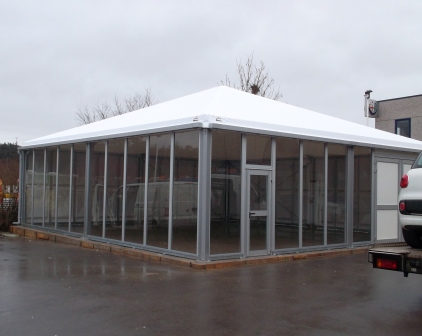 Structure pyramide pour show-room Chrysler-Jeep (Luxembourg)